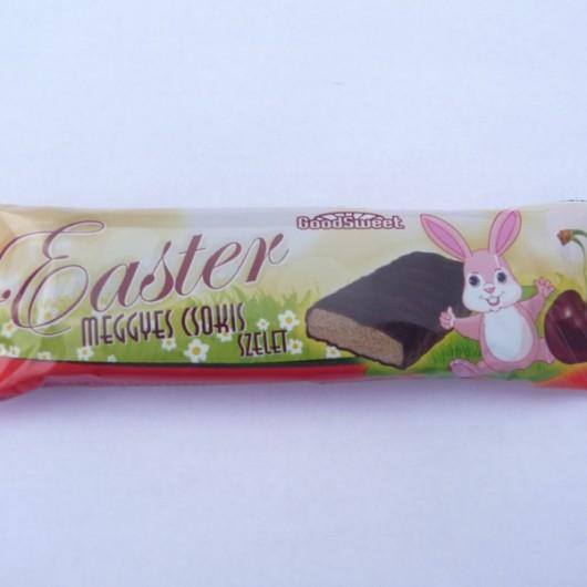 Meggyes csokis ízű szelet kakaós masszával mártva